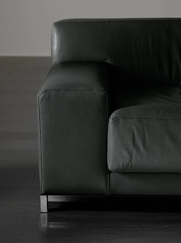 Couch MERIDIANI (CROSTI) FRIEMAN Salone